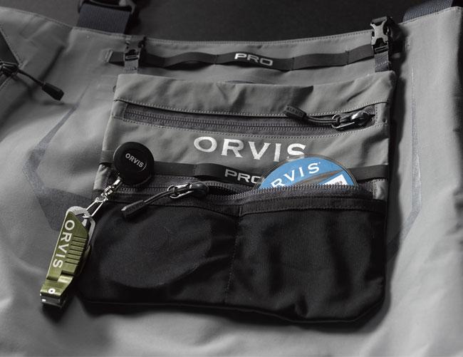 In der Innentasche, diese kann übrigens herausgenommen werden, könnt Ihr neben Vorfachspulen auch noch weitere Zubehör unterbringen.