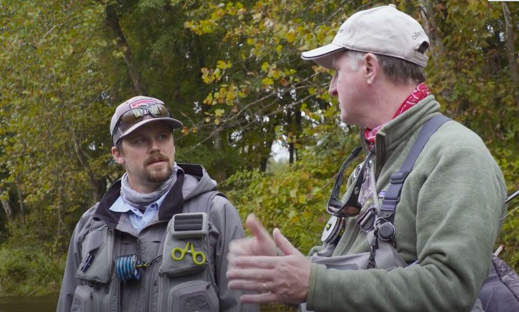 """Hochwasser! Und nun? Jesse Haller und Colin McKeown entscheiden sich für das """"European-Nymphing"""". Dabei entstand der ORVIS Film Tipp: Euro Nymphing on the Farmington River."""