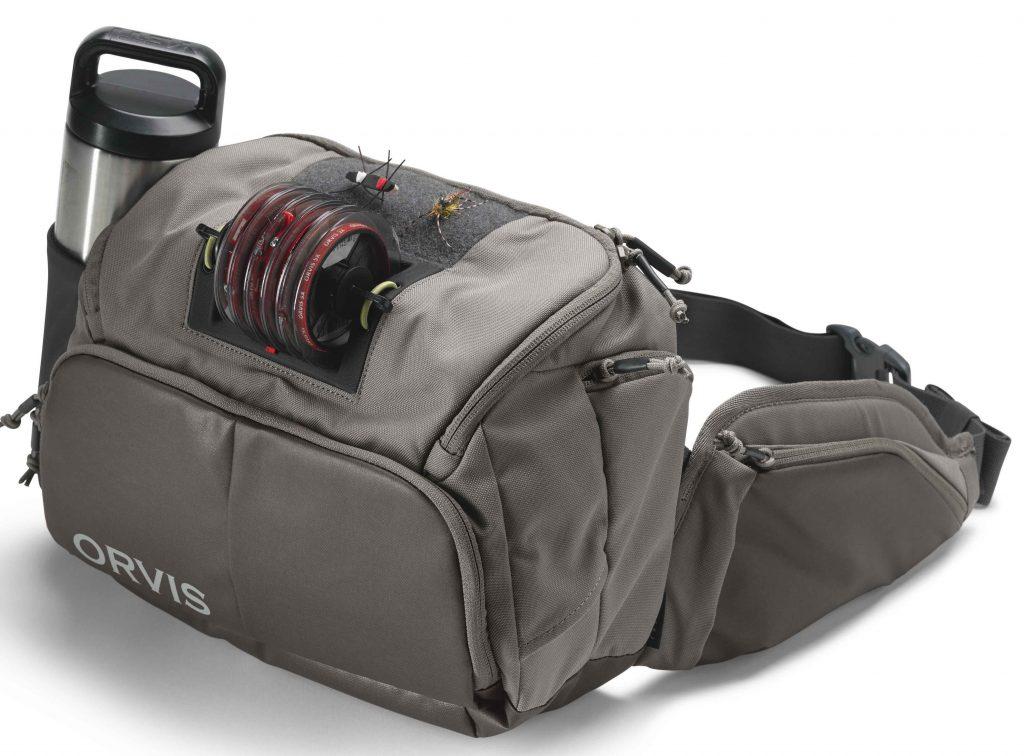 Sehr durchdacht: Auf der Vorderseite des Hip Packs können Sie mehrere Vorfachspulen befestigen.